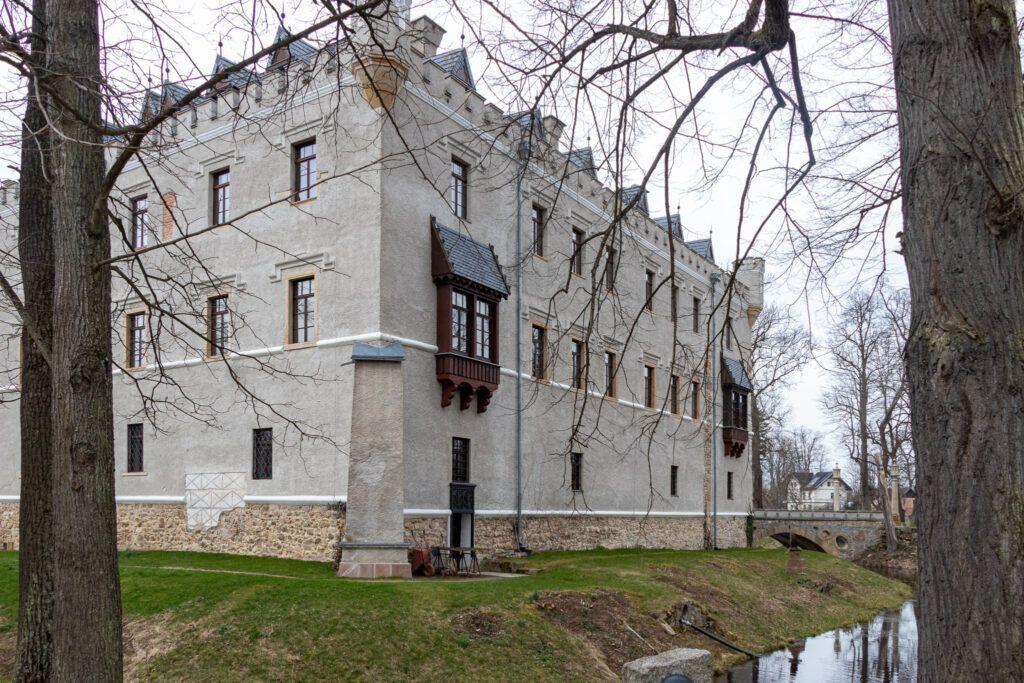 Zamek Karpniki. Jeszcze z innej strony