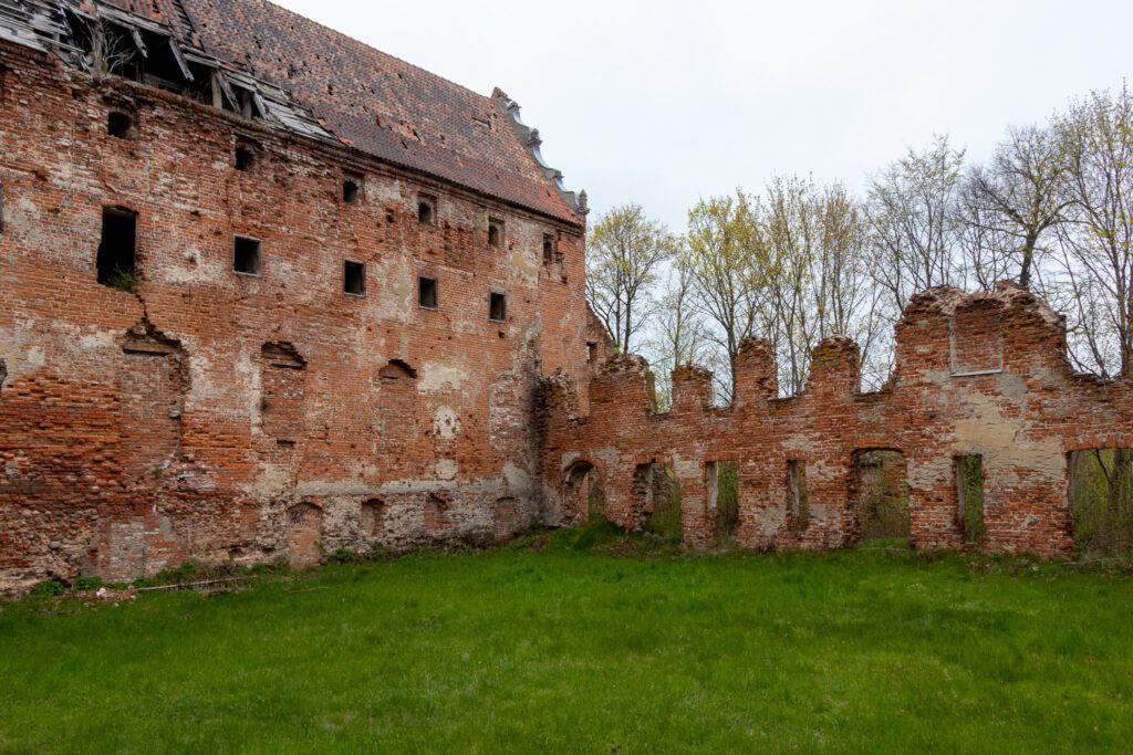 Pieniężno. Ruiny zamku