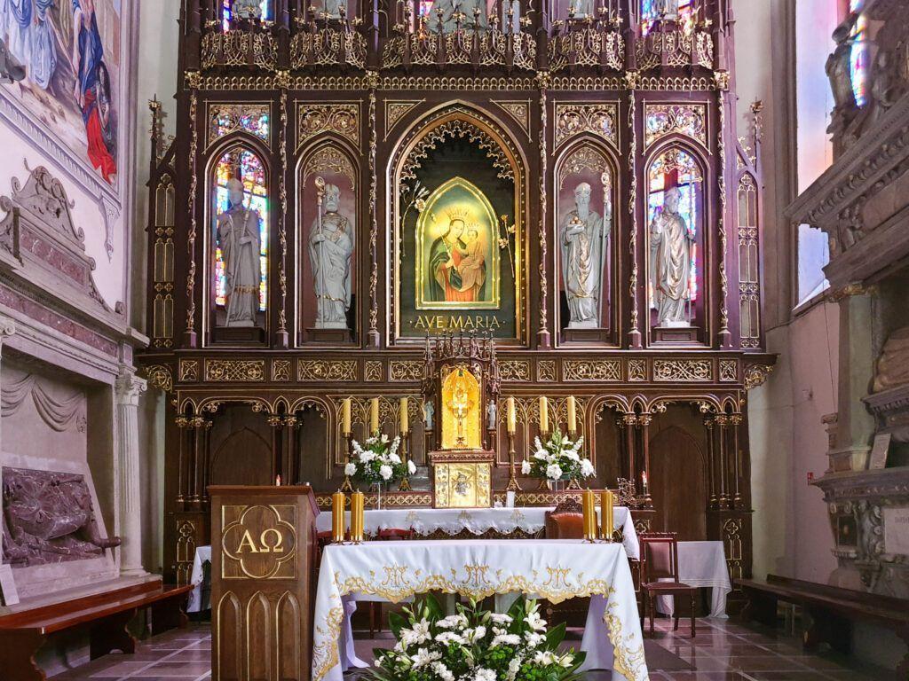 Krosno. Ołtarz główny w kościele franciszkańskim