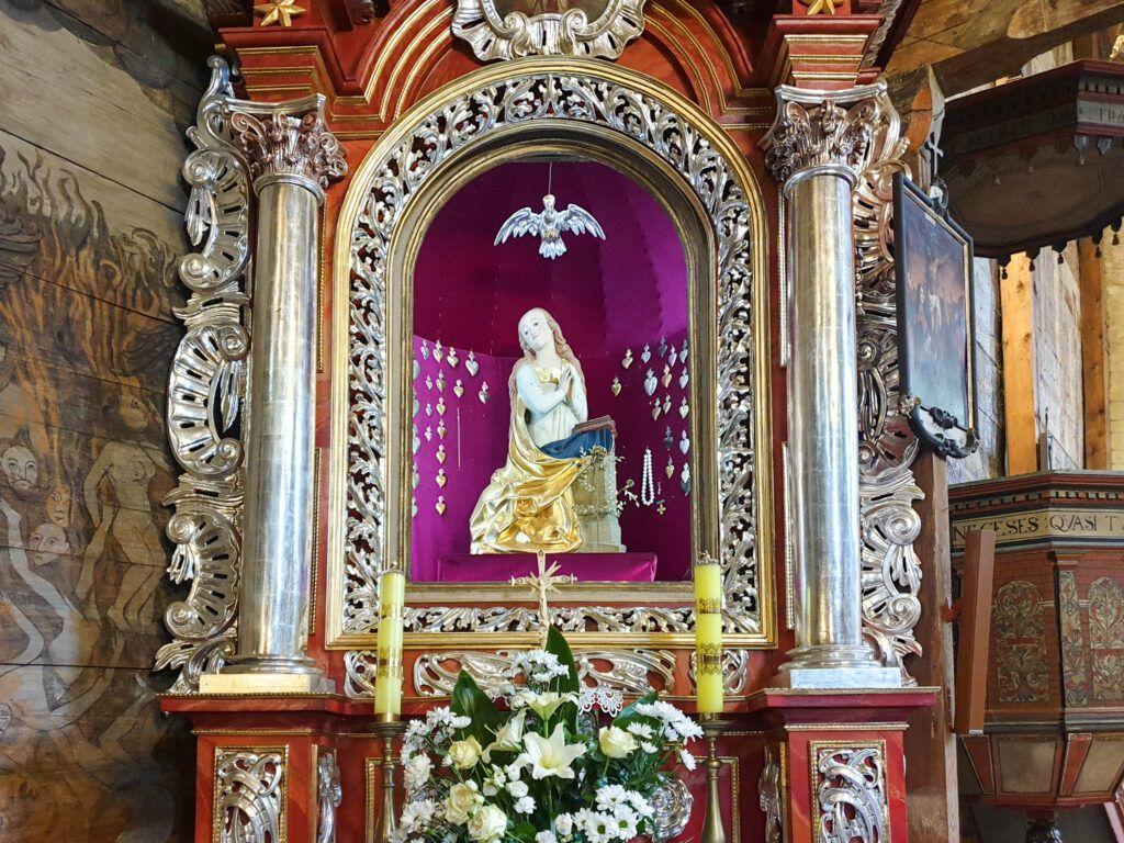 Kościół w Bliznem. Ołtarz boczny