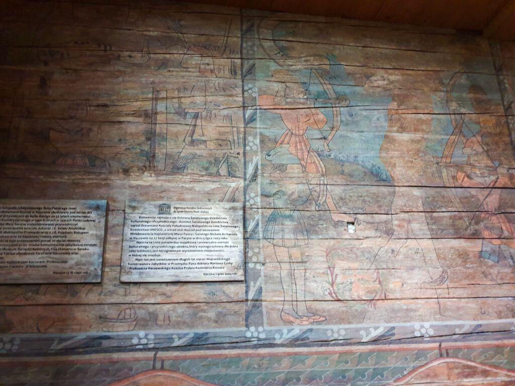 Kościół w Haczowej. Malowidła na ścianie, też po rozjaśnieniu