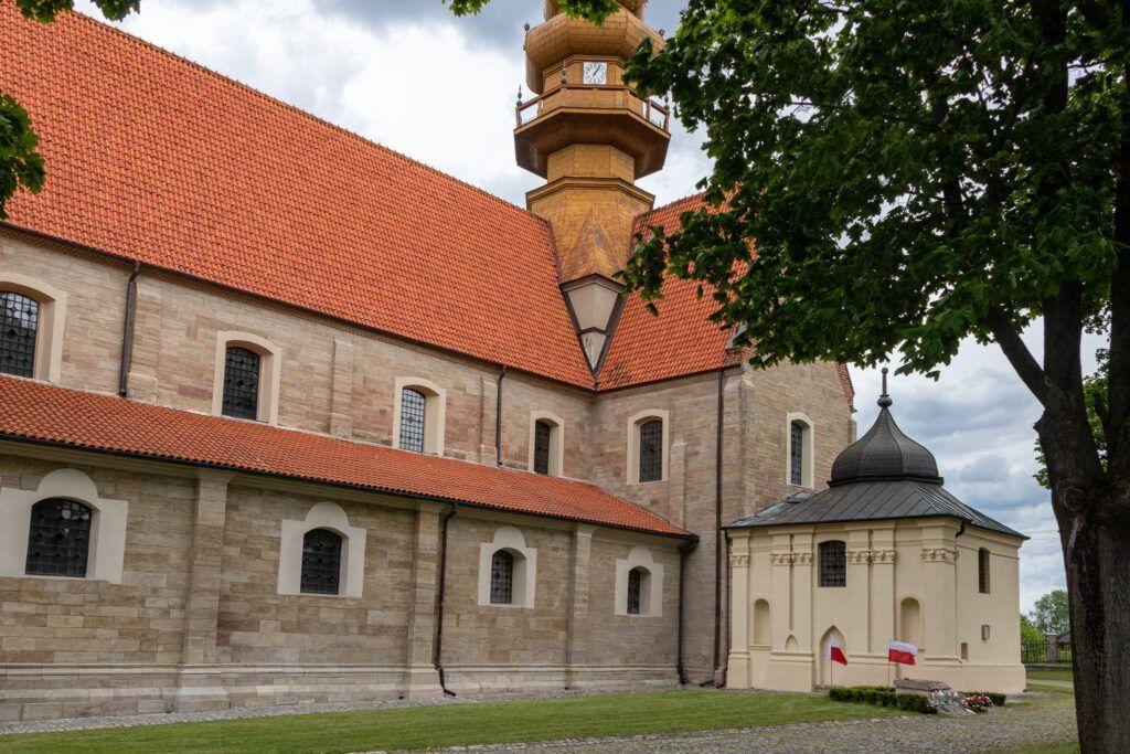 Koprzywnica. Kościół z kaplicą