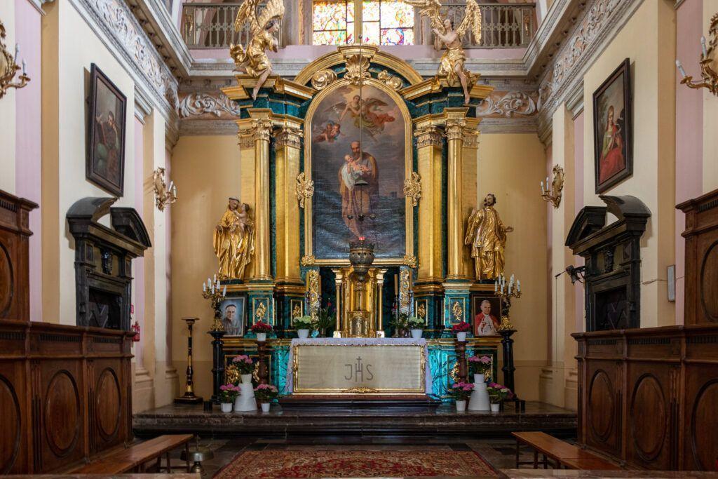 Ołtarz główny z bliska