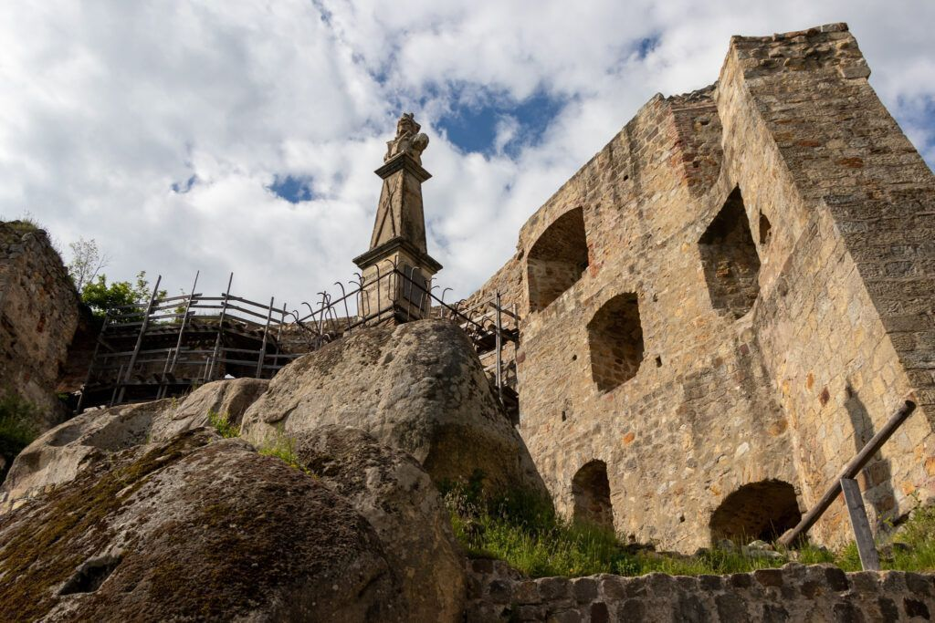 Zamek Kamieniec w Odrzykoniu. Pomnik Kościuszki