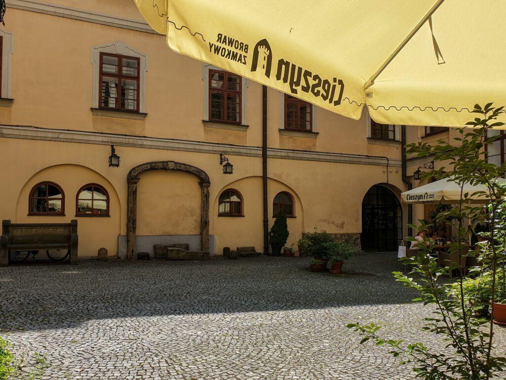 Kawiarnia na muzealnym dziedzińcu
