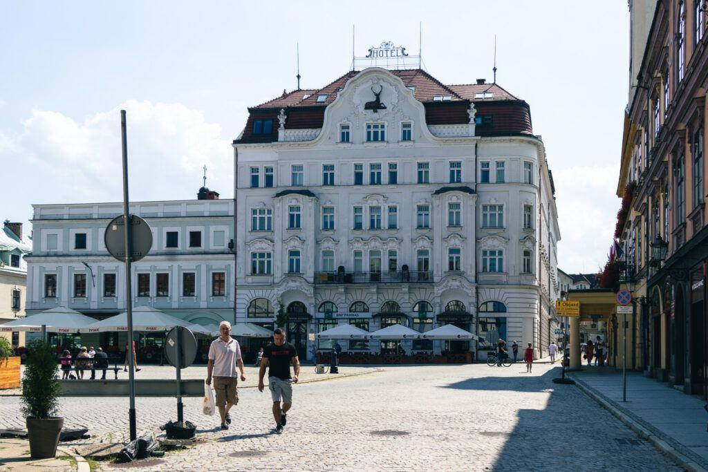 """Rynek, dawny hotel """"Pod Jeleniem"""""""