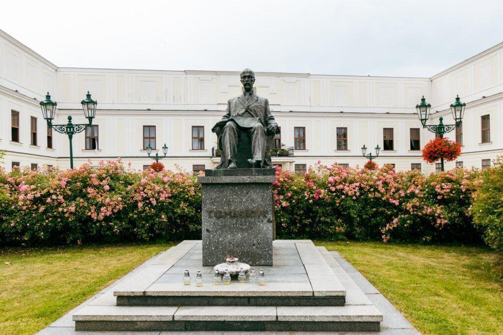 Pałac Frysztat i pomnik Masaryka