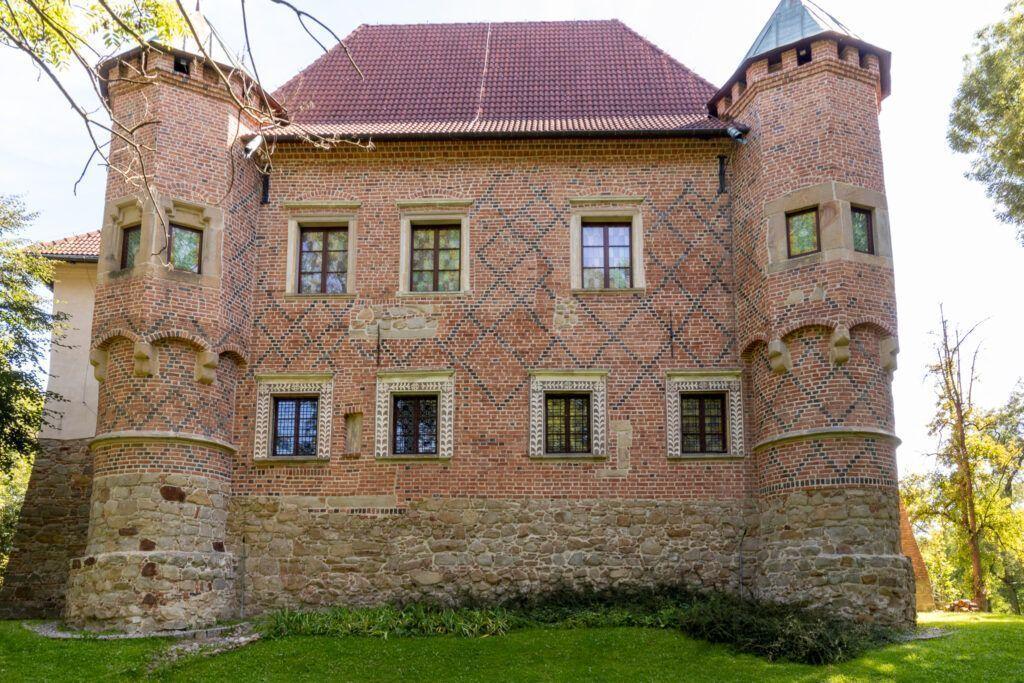 Zamek w Dębnie. Baszty